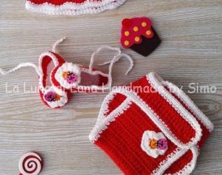 Cappellino uncinetto e scarpine bimba neonata con copri pannolino coordinato b35044d953e