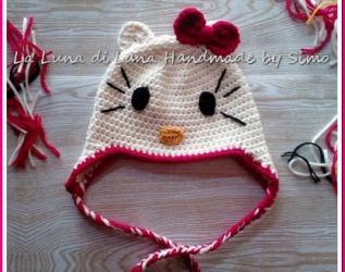 Cappellino bambina Hello Kitty all uncinetto 73989a0094c2