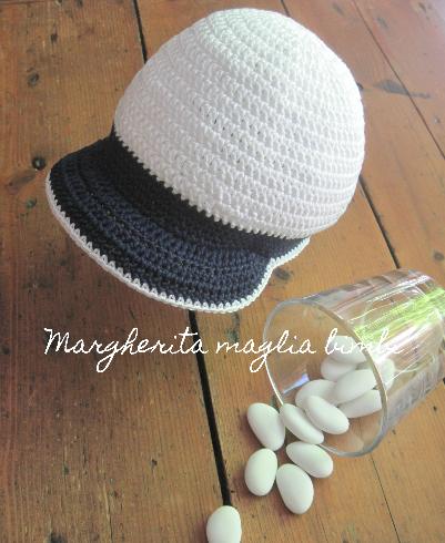 nuova collezione in uso durevole spedizione gratuita Cappello/cappellino con visiera - bambino - uncinetto - puro cotone bianco  e blu