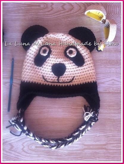 Cappellino uncinetto per bambino o bambina a forma di panda. cb3dd41fa0eb