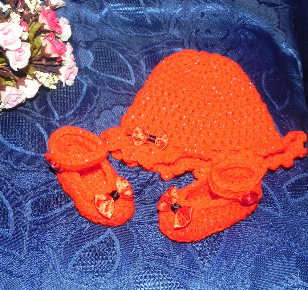 Cappellino e scarpette bebè rosso con lamè da 1 a 4 mesi circa