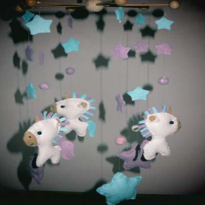 baby mobile unicorni