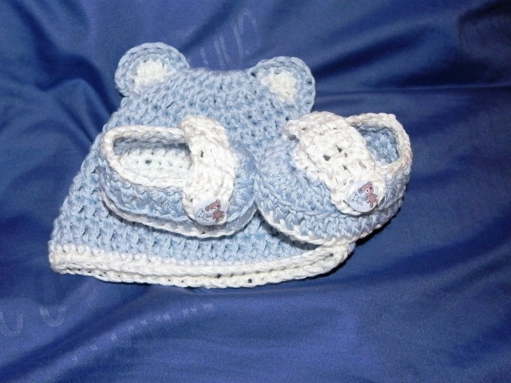 Scarpette e cappellino in cotone