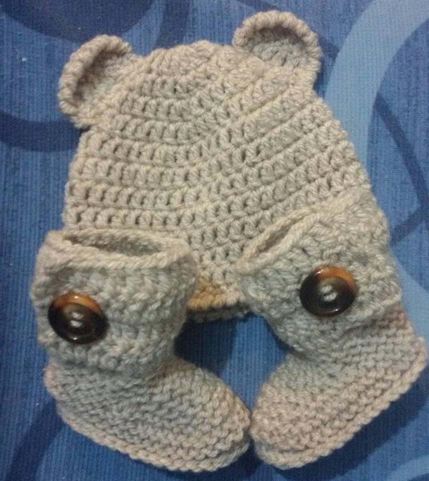 Cappellino e scarpette bebè stivaletti UGG  beige