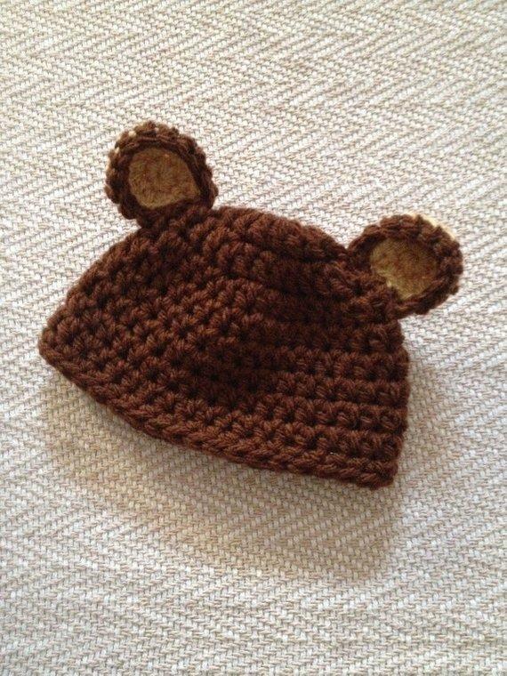Cappellino in  lana  realizzazione uncinetto