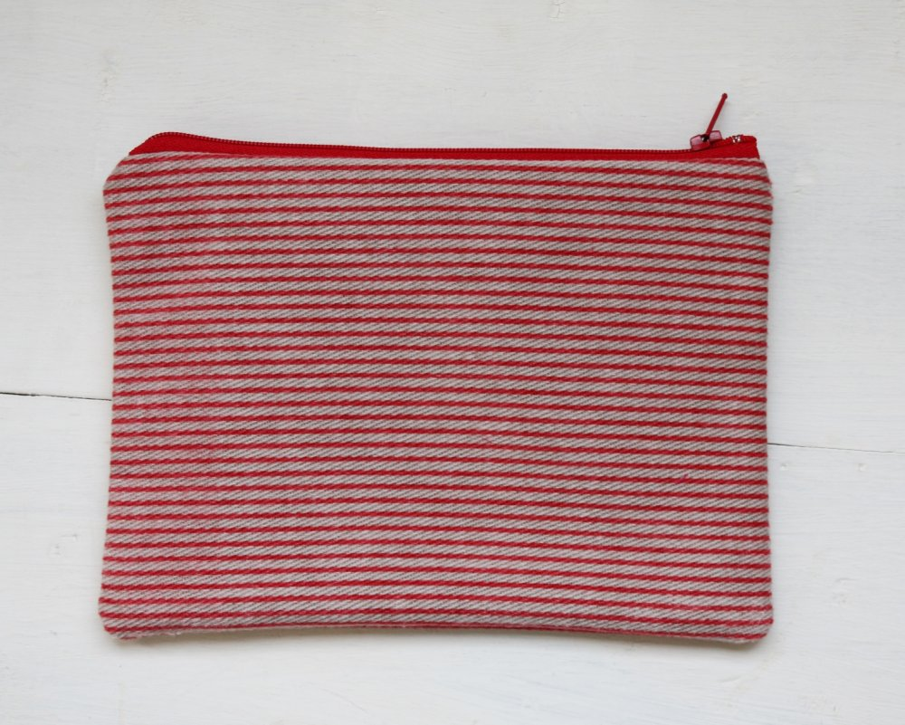 bustina in velluto a righe rosse, astuccio foderato rosso, pochette a righe rosse