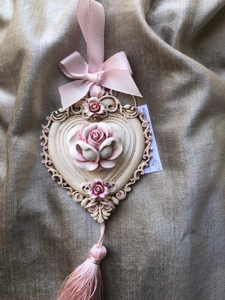 Pendente con cuore con rosa e nappina