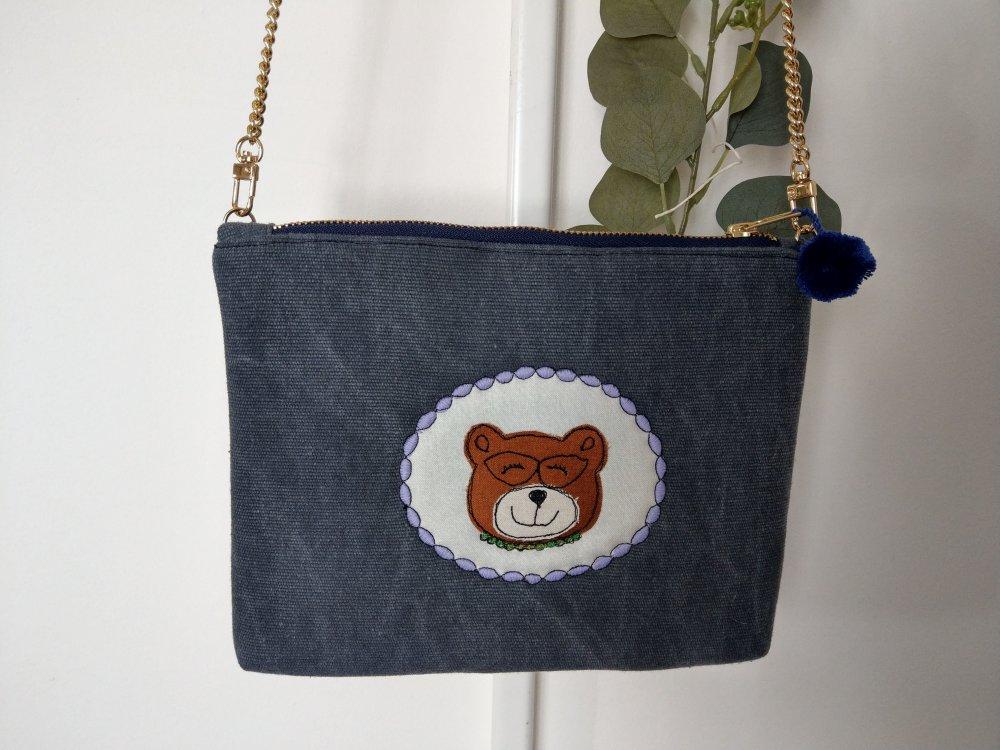 Tracollina in canvas blu con ritratto di orsetto con occhiali