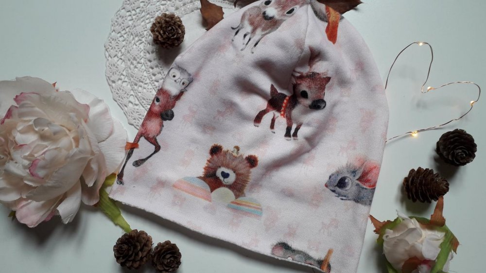 Cappello Bambino in morbida felpa con stampa in digitale e con disegni di animali, in verde acqua e rosa pallido