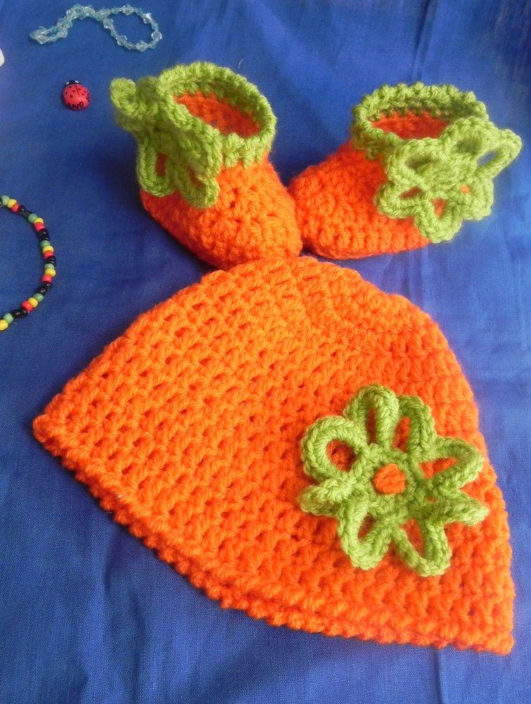 Scarpine e cappellino  bebè realizzati ad uncinetto  ARANCIO+VERDE NEONATO