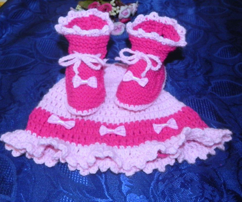 Cappellino e scarpette bebè rosa-fuxia in lana