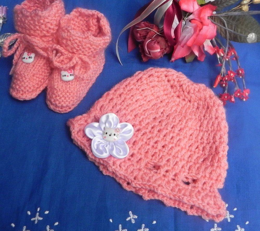 Cappellino e scarpette bebè
