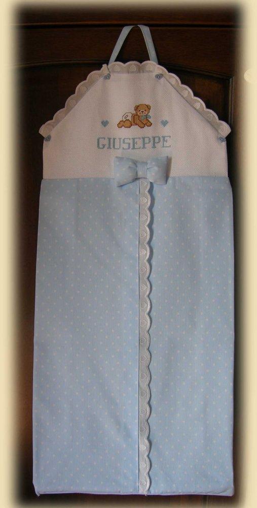Porta pannolini personalizzato ricamato a punto croce e realizzato interamente a mano