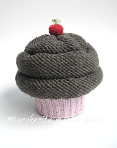 Cappello cupcake fragola/cioccolato fatto a mano in lana - berretto bambina/neonata