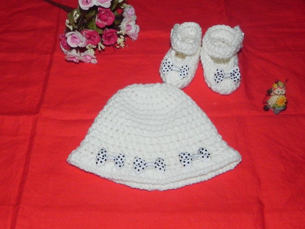 Cappellino e scarpette bebè bianco-panna