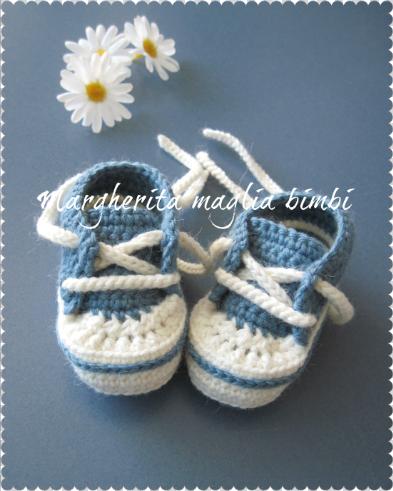 Scarpine/sneakers neonato/bambino - lana/alpaca  blu chiaro/bianco - uncinetto - fatte a mano