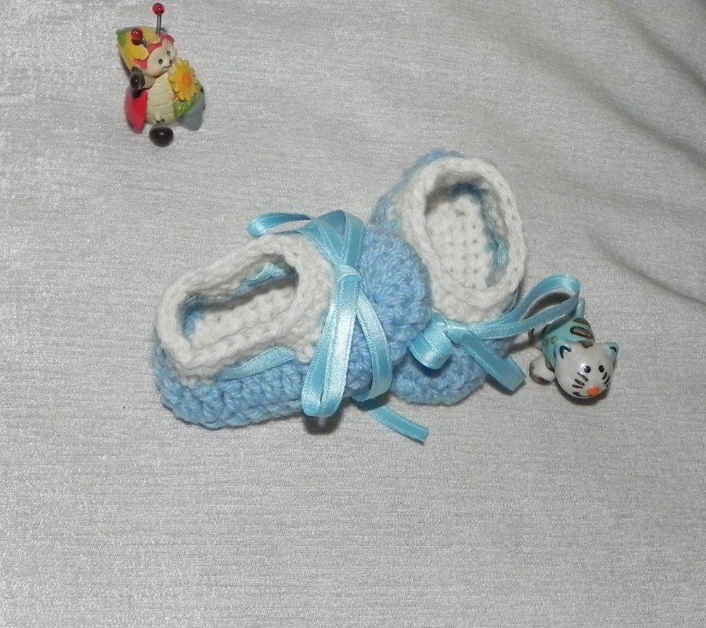 Scarpette neonato azzurre e panna