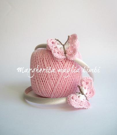 Cerchietto/cerchiello per capelli bambina con farfalla all'uncinetto bianca e rosa