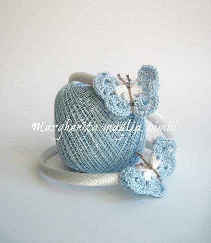 Cerchietto/cerchiello per capelli bambina con farfalla all'uncinetto bianca e azzurra