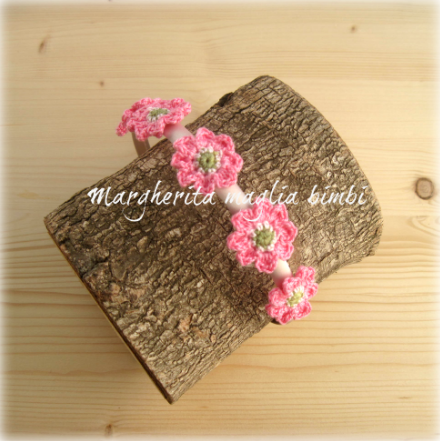 Cerchietto/cerchiello per capelli bambina con fiori rosa fucsia all'uncinetto