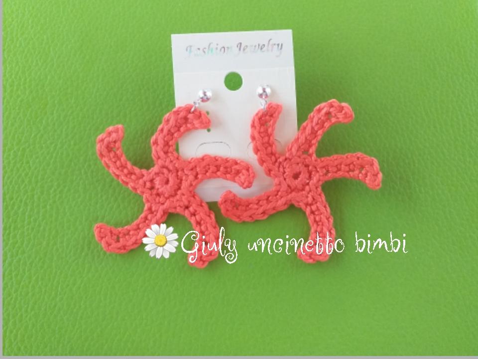 Orecchini stella marina realizzati a manocon uncinetto e cotone corallo