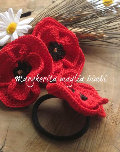 Elastico  fermacapelli/braccialetto bambina con  papavero rosso  fatto a uncinetto - cotone