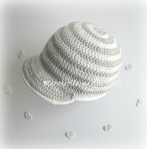 Cappellino/cappello bambino con visiera fatto a mano - cotone righe bianco/grigio - battesimo