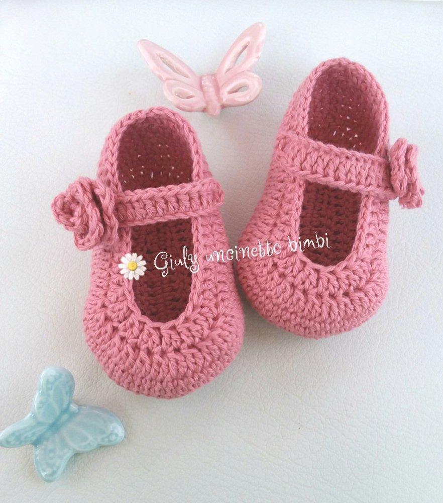 Scarpine a ballerina per neonata, rosa antico. Uncinetto cotone neonato battesimo portafortuna