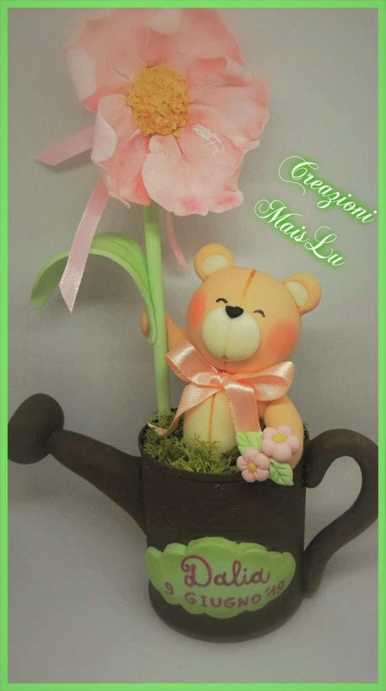 Cake Topper , sopratorta annaffiatoio con orsetto e fiore in pasta di mais, bomboniera, nascita, battesimo, compleanno