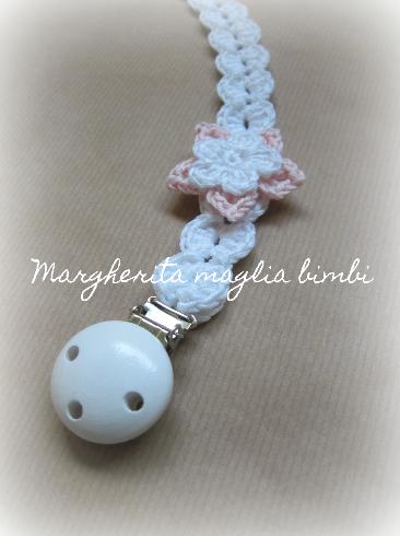Portaciuccio bianco per neonata - fiore bianco e rosa - fatto a mano - Battesimo