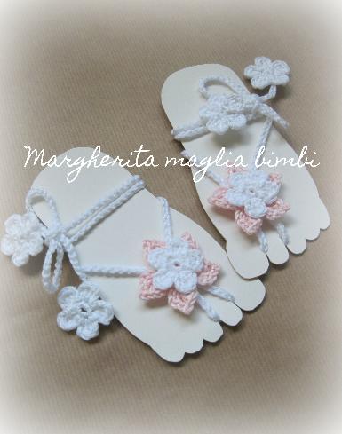 Sandali piedi nudi neonata/bambina - decorazione piede - fiore bianco e rosa - Battesimo