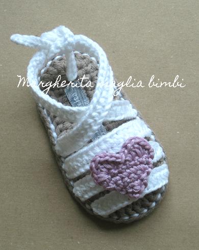 Sandali neonata/scarpine bambina - bianchi con cuore colorato - allacciati alla caviglia - Battesimo - fatti a mano