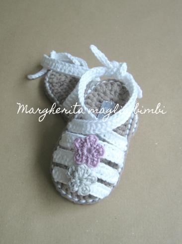 Sandali neonata/scarpine bambina - bianchi con fiorellini  colorati - allacciati alla caviglia - Battesimo - fatti a mano