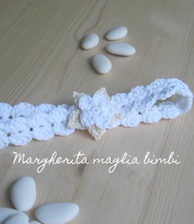 Fascetta neonata Battesimo con fiore - cotone bianco e panna (crema, avorio) - uncinetto