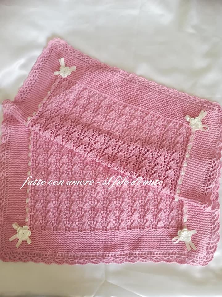 Copertina per culla in rosa con nastro di raso