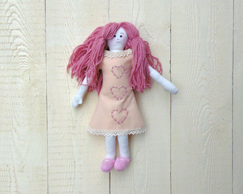 bambola rosa in lana cotone e feltro