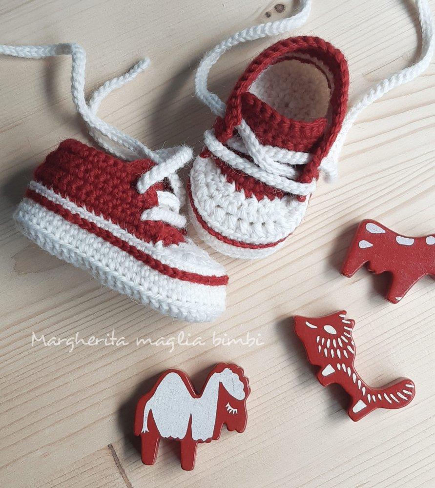 best service c4db4 479a9 Scarpine/sneakers neonato/bambino - lana/alpaca rosso/bianco - uncinetto -  fatte a mano