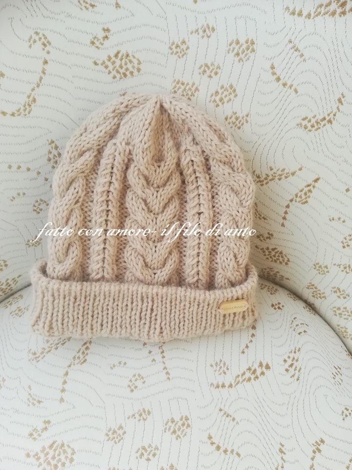 Cappello in lana alpaca con  lavoro a intrecci