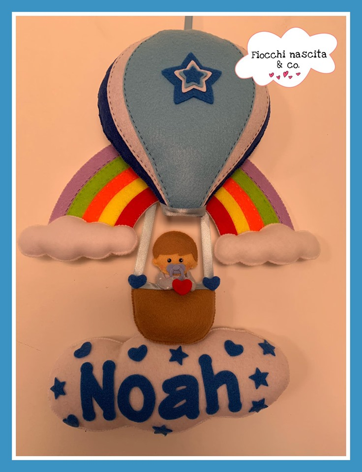 Fiocco nascita bambino su mongolfiera con arcobaleno