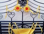 Costumi  due pezzi di cotone giallo all'uncinetto