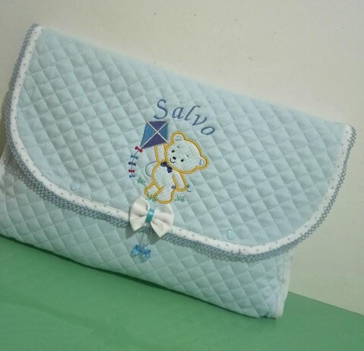 Busta per porta cambio per il neonato realizzata in trapunta