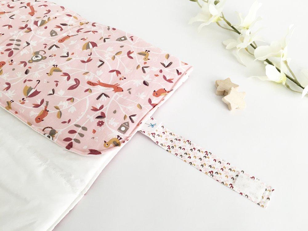 ORDINE PERSONALIZZATO: Fasciatoio portatile, impermeabile e imbottito con stoffa in cotone rosa, volpine e scimiette + Porta pannolini