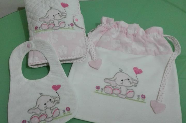 Set nascita rosa  con elefantini.