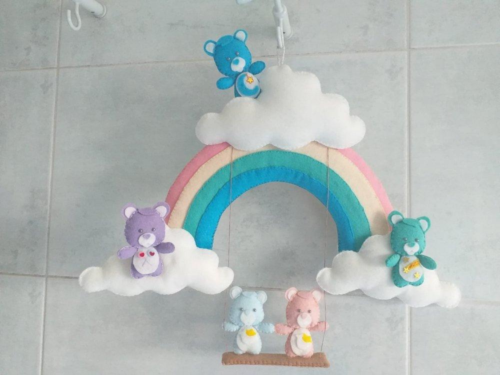 Fiocco di nascita arcobaleno con nuvole e orsetti