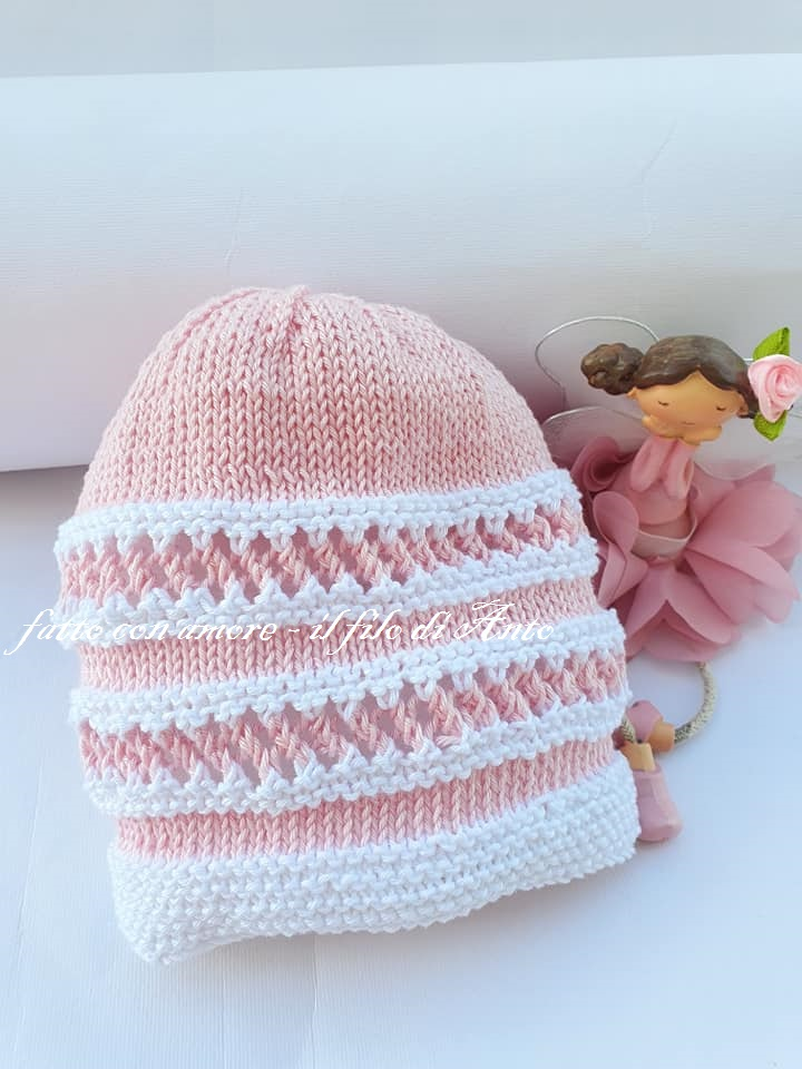 Cappello bambina in puro cotone lavorato a mano
