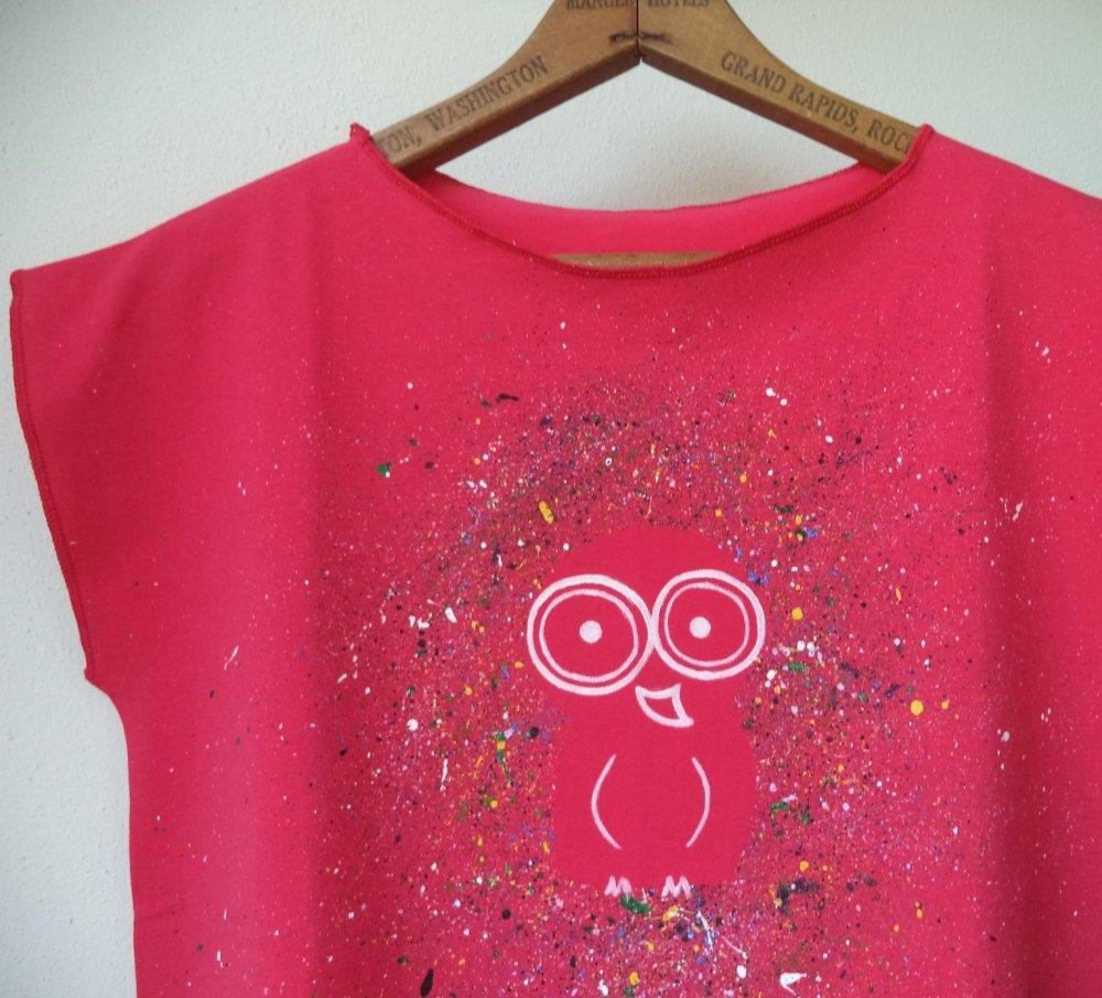 maglietta di cotone rosa fucsia - disegno originale la civetta diurna - T-shirt cotone fucsia - maglia rosa