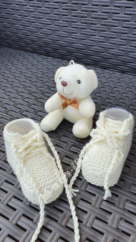 Scarpine neonata / neonato con laccetti in pura kana merinos