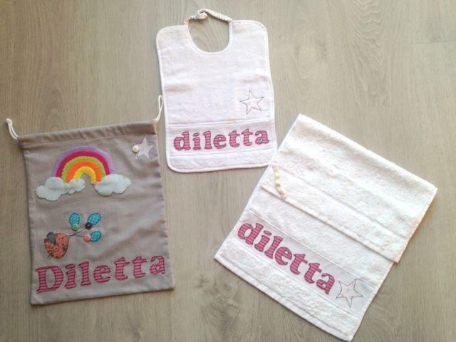 Set scuola per bambine/bambini: pratica sacca con il nome personalizzato, bavagliolo con applique e nome e asciugamanino pratico da appendere
