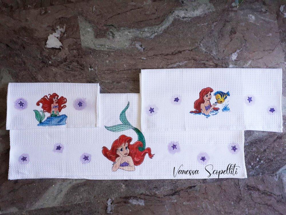 Set da bagno.   Ariel dipinta interamente a mano
