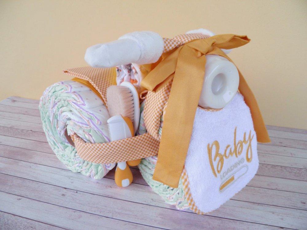 TORTA pannolini UNISEX, triciclo con biberon, body e bavaglino